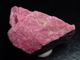 Thulite specimen 42 mm fine raspberry red - Lom, Norway