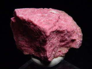 Thulite specimen 32 mm fine raspberry red - Lom, Norway